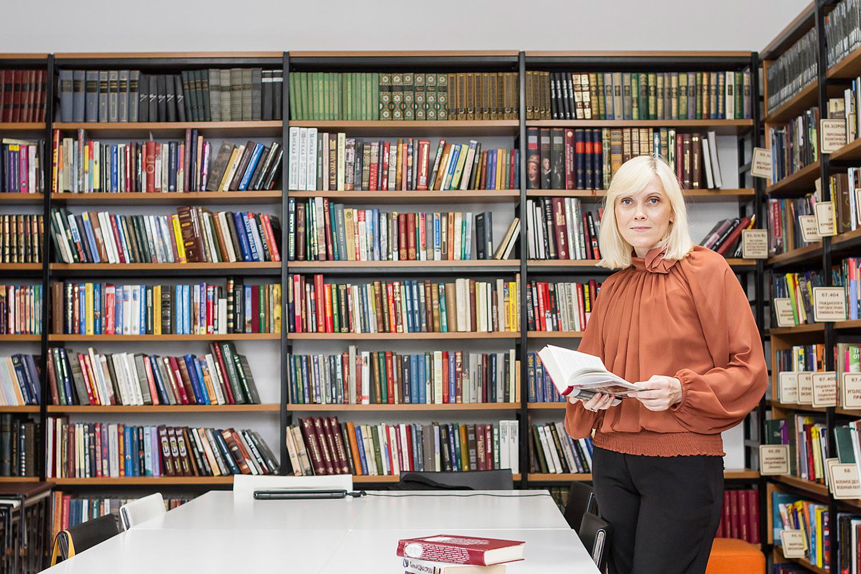 Женщина библиотекарь картинки