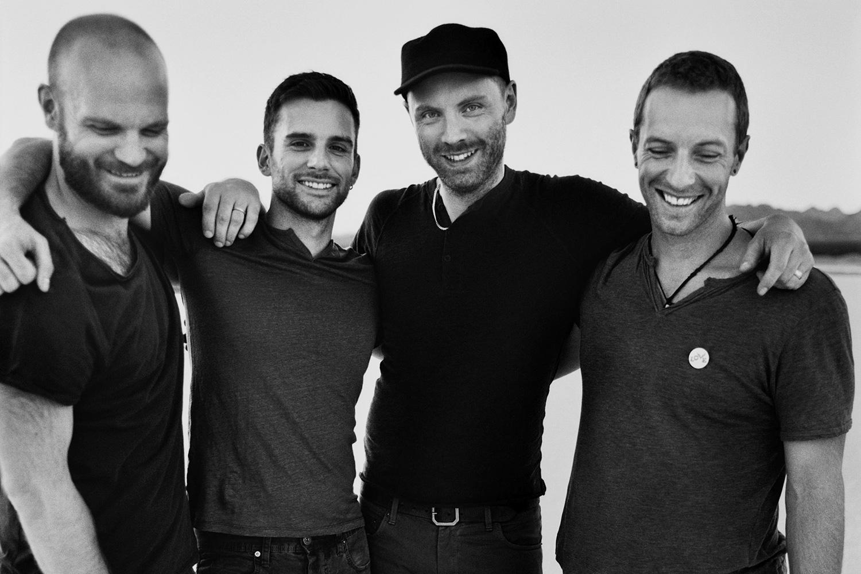Клип Coldplay на песню «Magic»