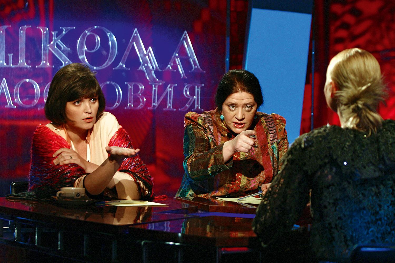 Последние 12 лет Татьяна Толстая вместе с Авдотьей Смирновой вела программу «Школа злословия». В начале лета 2014-го передача была закрыта.