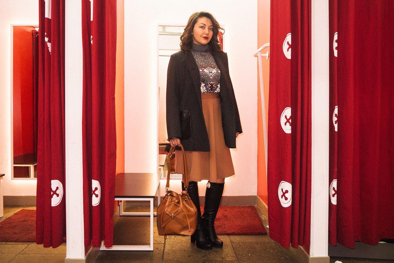 На Свете: свитер, 1399 р., юбка, 799 р., пальто, 3299 р., сапоги, 3249 р., сумка, 399 р.