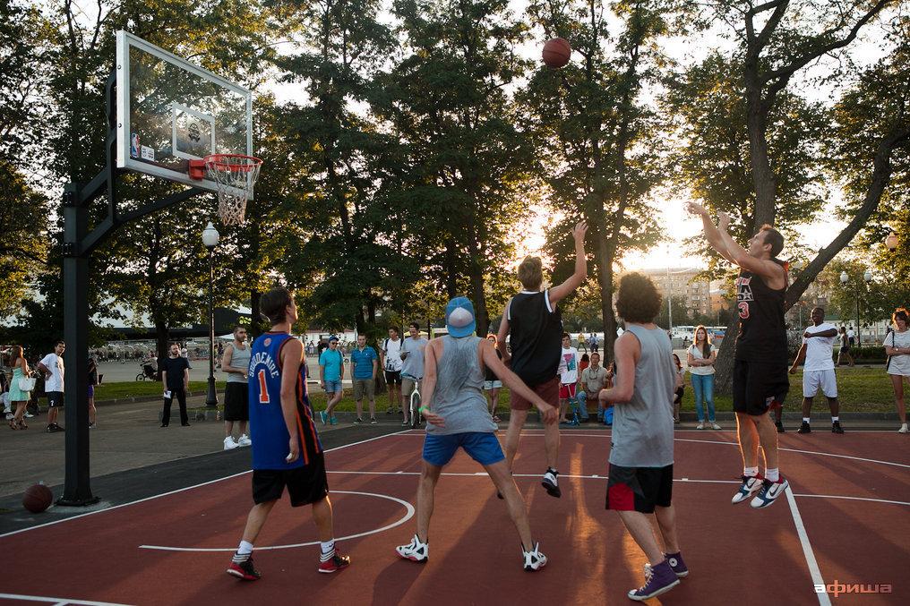 Фото баскетбольная площадка в парке Горького