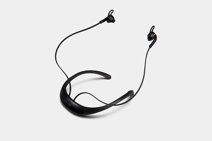 Наушники IriverOn считают пульс, сердцебиение и в уши рассказывают, как лучше тренироваться. Ну и музыку с их помощью тоже можно послушать