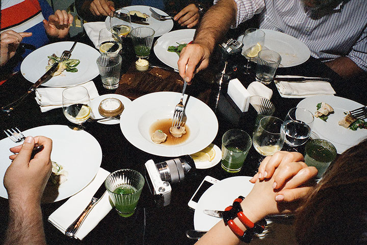 «Гастрономической революции в России не случится, если продавать еду по такой высокой цене», — считает Сергей Пархоменко. Однако ресторан «ЦДЛ» по крайней мере дает повод поговорить о русской литературе