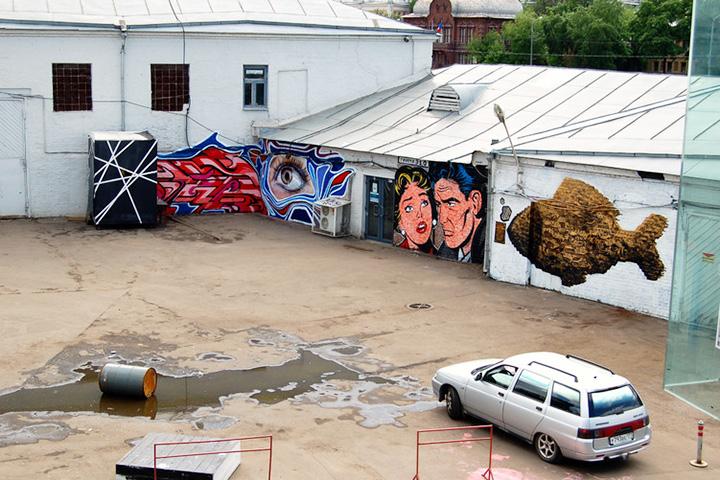Галереи «Арт-Стрелки» заняли гаражи, где чинили фабричные автомобили. Аренду художникам приходилось продлевать каждый год
