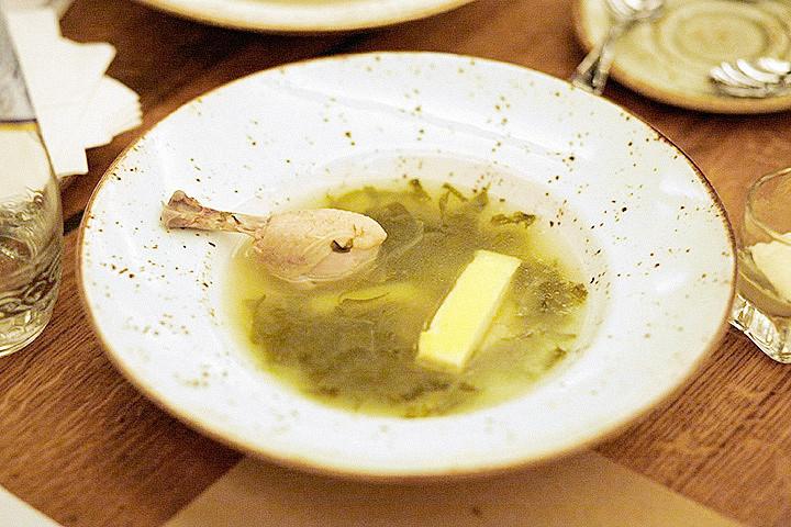 Суп из щавеля с курицей и омлетом (300 р.)