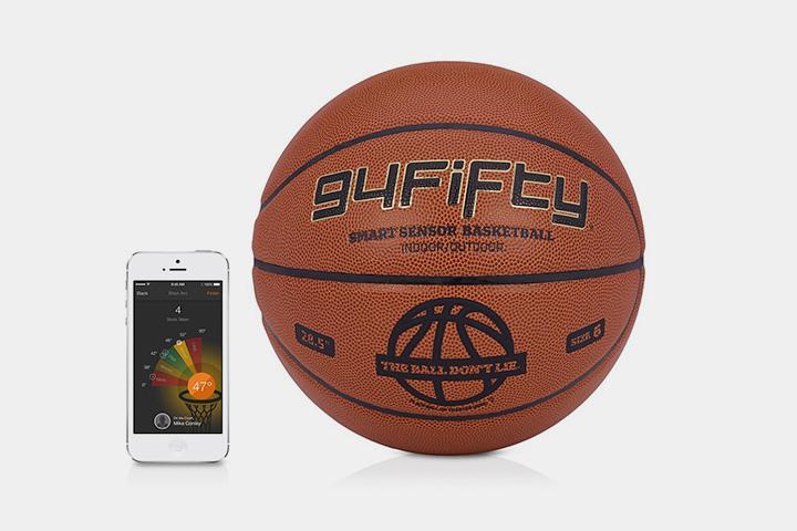 Баскетбольный мяч 94Fifty — сам по себе гаджет: он и прыгает, и считает угол броска, и посылает советы в приложение