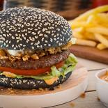 "Ресторан Jerry Wings - фотография 2 - Black Burger от ""Джерри Вингс"""