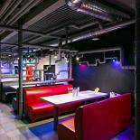 Ресторан Бирмания - фотография 3 - Ну очень креативный зал!)