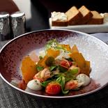 Ресторан Оранж 3 - фотография 5 - Салат с королевским крабом (670 руб) (королевский краб, корн, фенхель)
