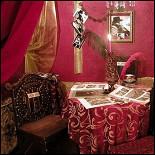 Ресторан Цвет граната - фотография 1 - Музейный столик - посвящение Сергею Параджанову