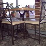 Ресторан Пиццбург - фотография 3 - На мой вкус и пышную задницу долго на таких плоских мебелях не усидишь, а чуй-ствительную спинку неприятно холодит суровый металл, как маузер Феликса Эдмундовича холодит затылок:
