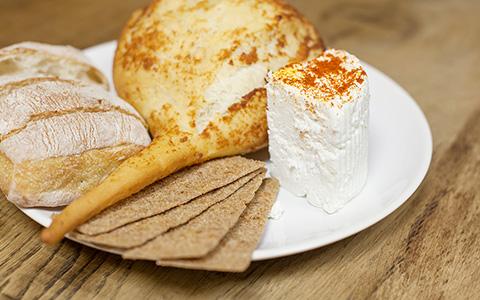 И мой сырок со мною: как сделать дома моцареллу, козий сыр и халуми