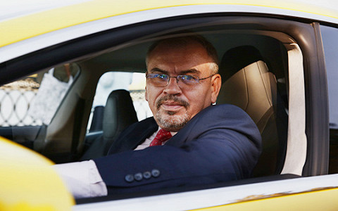 История таксиста, который возил членов ЦК, а теперь работает на «тесле»