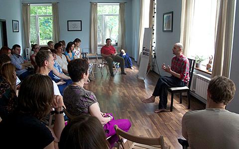 Future World: как превратить лекции об искусстве и Толстом в благотворительность