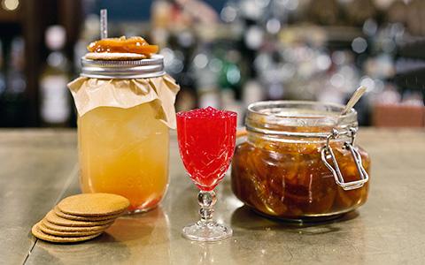 «Холодная война», «Ля Фамилия» и другие коктейли на крафтовом алкоголе