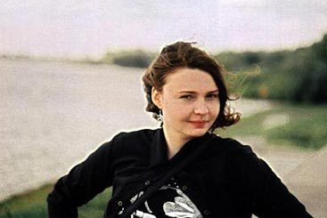 Chaos in Heathrow: драматический женский фортепианный поп из Новгорода