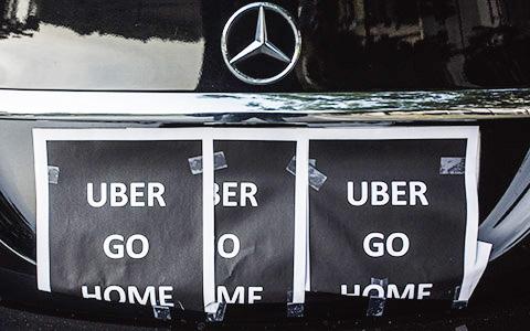 «Наша профессия очень архаичная»: почему парижские таксисты против Uber