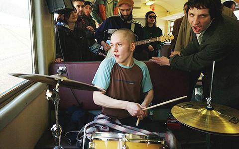 Электричка, тюрьма, война и другие: самые странные места для концертов в России