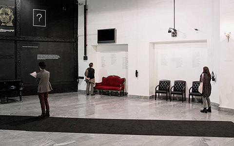 «Мародеры, вон из театра!»: что случилось с выставкой в Театре на Таганке
