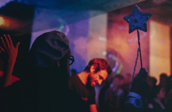 альтернатив «Голубому огоньку»: от актуального техно до нового русского хип-хопа