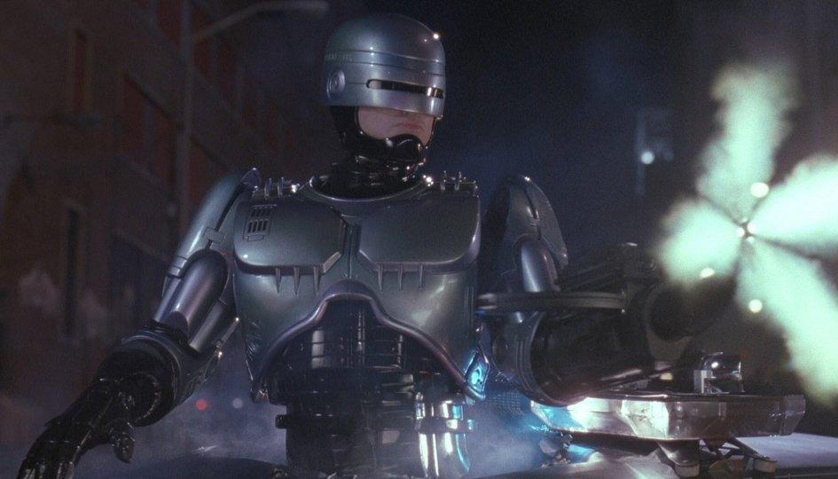 Кино: «Робот-полицейский-3»