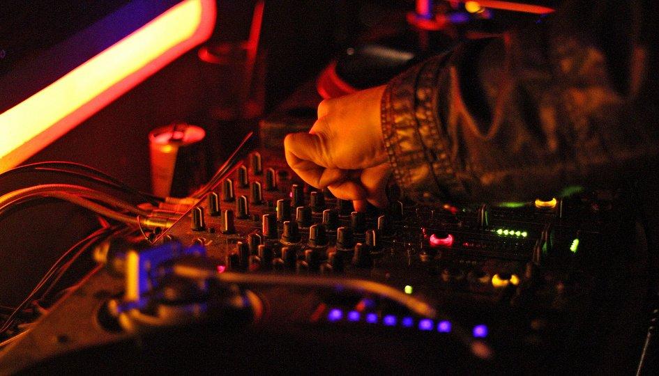 Концерты: «Танцы на высоте»: DJs Негодяев, Миша Лузин