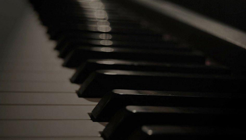 Концерты: «Смеяться, право, не грешно...»: «Студия «Романс»