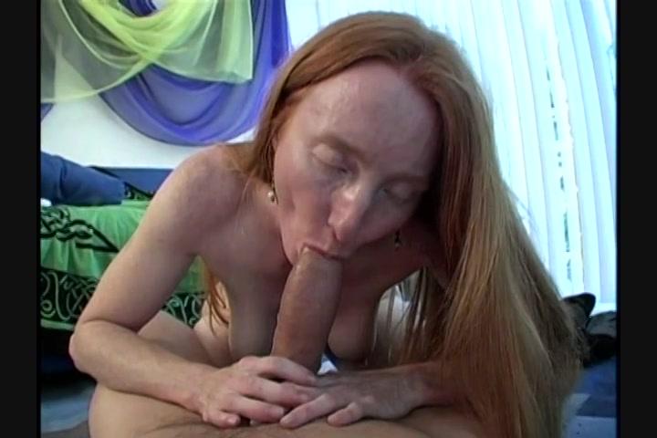 White girl bouncing her ass