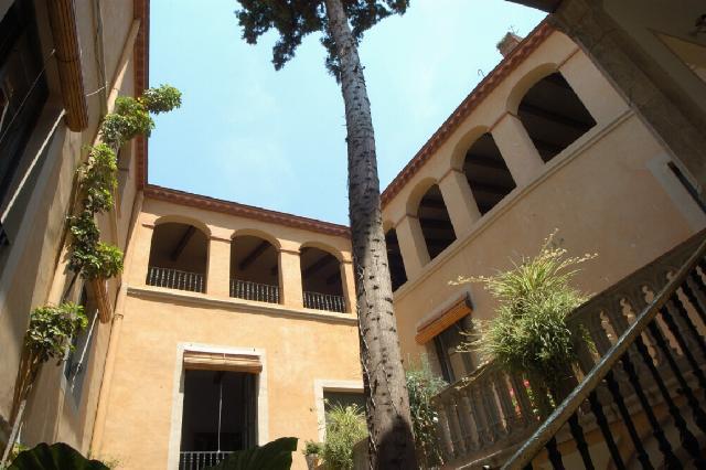 Коммерческую недвижимость в барселоне Крит