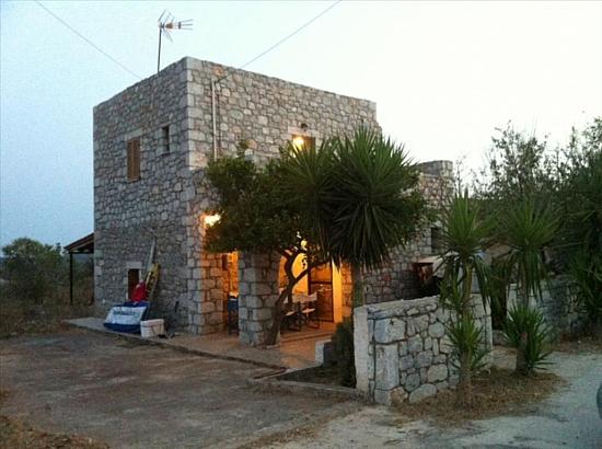 Домик в Пелопоннес на берегу моря