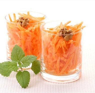 Рецепт Салат изтертой моркови свареньем иорехами
