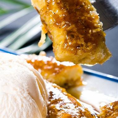 Рецепт Жареные бананы вкляре смороженым, красной смородиной имятой