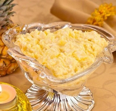 Рецепт Салат ссыром, ананасами икурицей