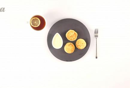 Фото приготовления рецепта: Сырники из творога - шаг 6