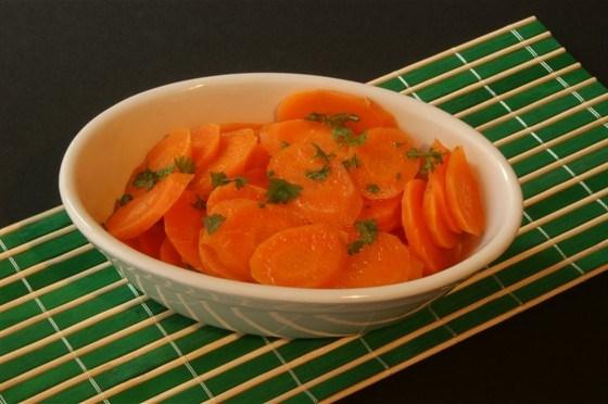 Морковь тушеная, с петрушкой