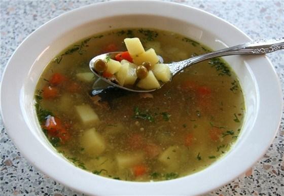 Суп из консервированного тунца с зеленым горошком