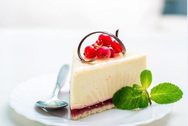 Творожно-клюквенный торт без выпечки