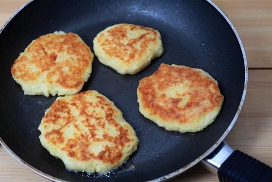 Картофельные оладьи с грюйером