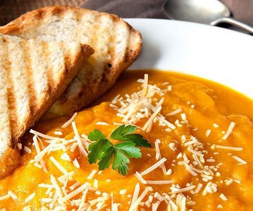 Тыквенный суп с пармезаном и корицей