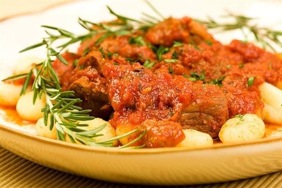 Картофельные ньокки с соусом из томатов и базилика