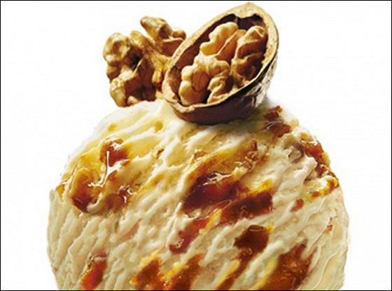 Мороженое с грецким орехом и кленовым сиропом