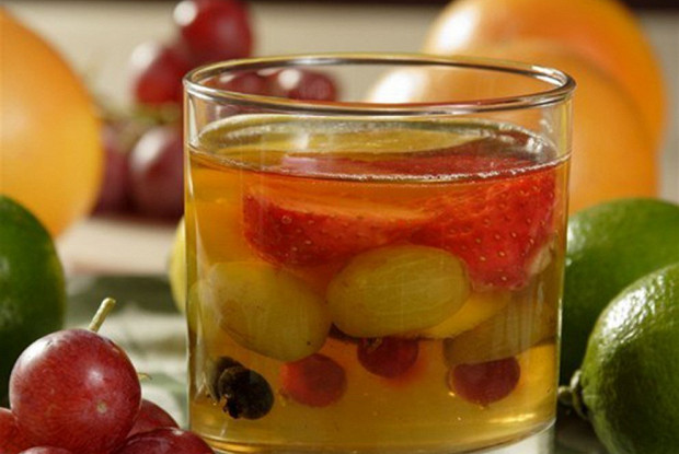 Лимонное желе с фруктами