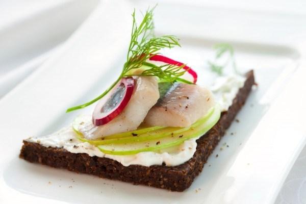 Норвежские бутерброды с селедкой