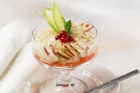 Салат-коктейль из моркови, яблок и груш