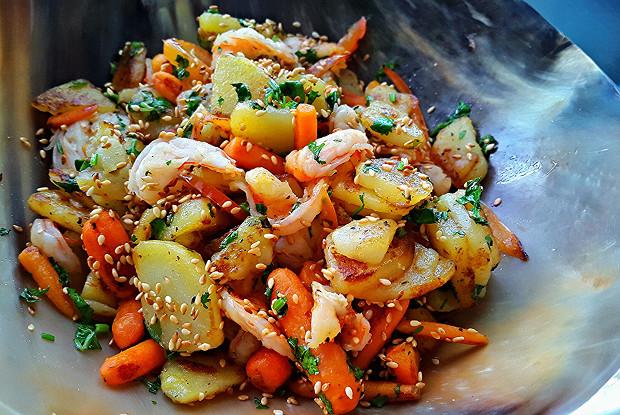 Картофель по-азиатски с креветками
