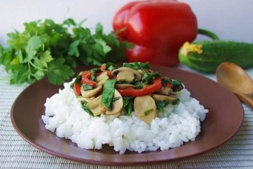 Рис с грибами, шпинатом и сладким перцем