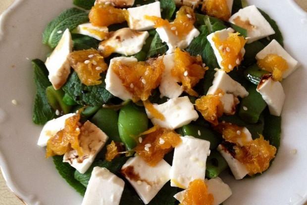 Салат с зеленой фасолью, апельсинами и сыром