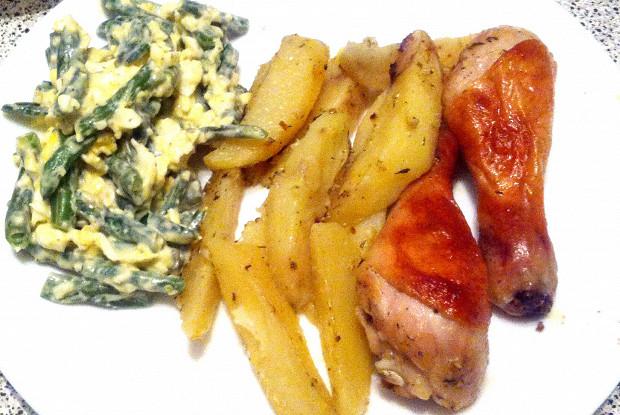 Запеченные куриные ножки с картофелем и прованскими травами