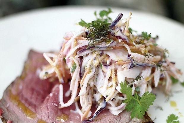 Салат коулсло с натуральным йогуртом