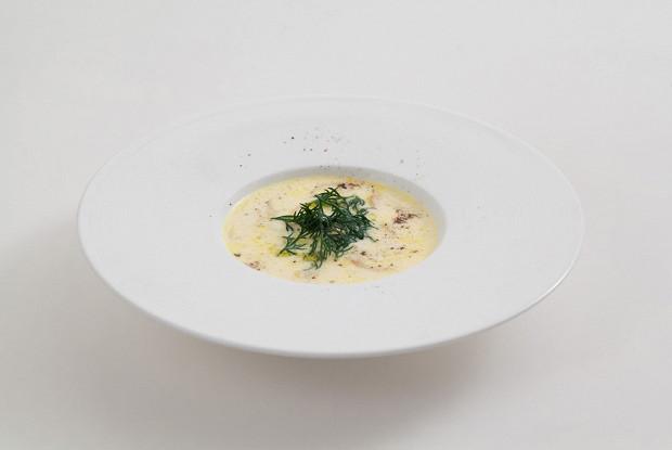 Сливочный суп с лисичками и пореем